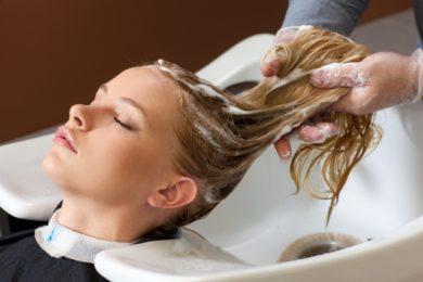 髪質をよくするためには、炭酸シャンプーや頭皮のマッサージがお勧めです。