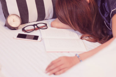 『メイクしたままけして寝てはいけない』4つの理由とは?