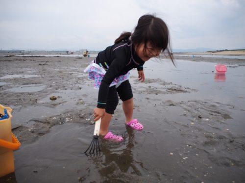 潮干狩りの女性のおしゃれな服装と子連れの持ち物リストについて!