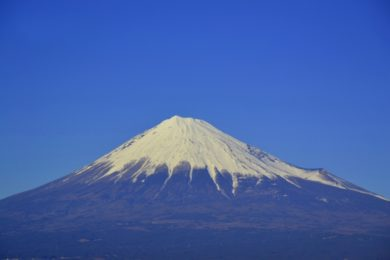 富士山で落石!女性登山者が被害で山梨側頂上付近は通行止めに!